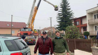 Photo of Parlament zdobí vianočný stromček z Dechtíc
